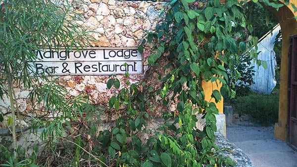 Mangrove Lodge Zanzibar- entrén från stranden