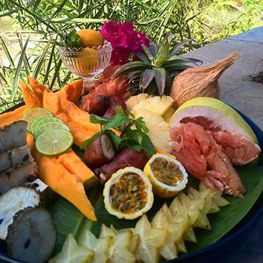 Fruit-Tasting-Zanzibar